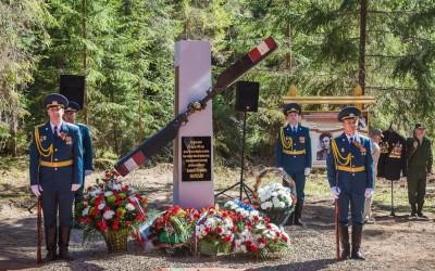 В Новгородской области открыли памятник летчику Маресьеву