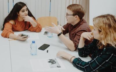 Запущен специальный обучающий курс английского языка для волонтеров-медиков