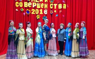 Волонтеры подарили пожилым людям праздничный концерт