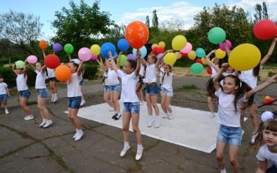 Волгоградкие активисты подарили детям праздник