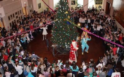 Губернаторские елки посетят две тысячи волгоградских школьников