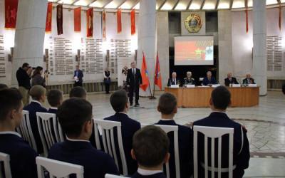 Встреча с легендой: волгоградские школьники на Уроке Победы пообщались с кавалерами ордена Славы
