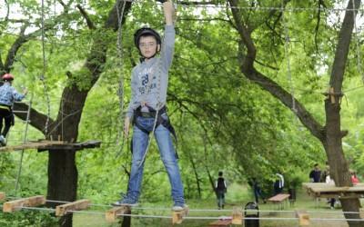 В городском оздоровительном центре «Орленок» открылся веревочный парк «Вертикаль»
