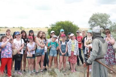 Молодые археологи посетили музей под открытым небом «Город дубов»