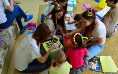 Волонтеры подарили детям праздник
