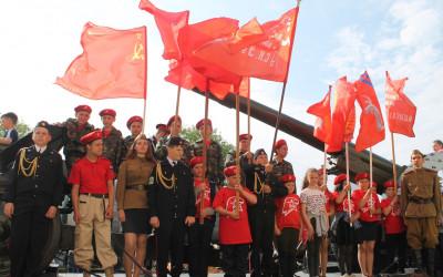 Воспитанники военно-патриотического клуба «Штурм» встретили ретро-поезд